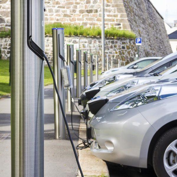 Ladestationen für Gemeinden der Zukunft - Elektroautos parken und tanken