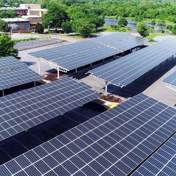 Solarpaneele und Photovoltaik Anlagen für die Wirtschaft - Anlage auf Garagendächern