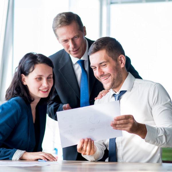 Mitarbeiter beim Planen Ihrer Anlage